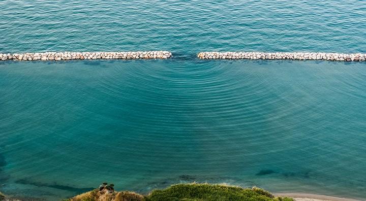 תבנית עקיפה של גלים בים