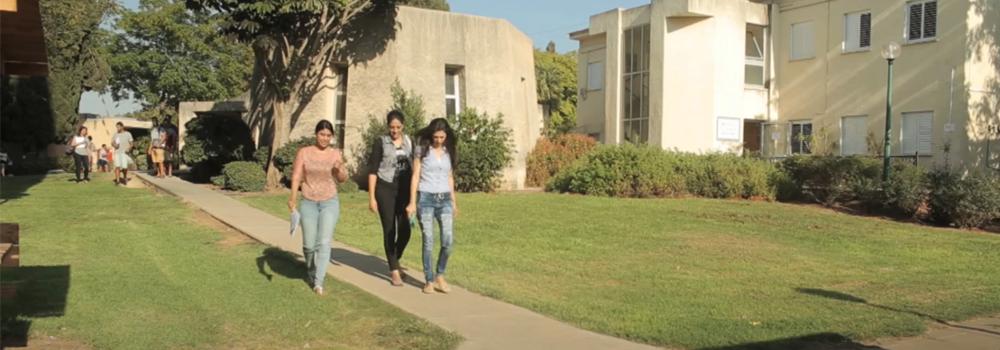 לומדים לתואר ראשון בקמפוס האוניברסיטה הפתוחה בוואדי ערה – גבעת חביבה